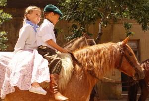 barn på häst2